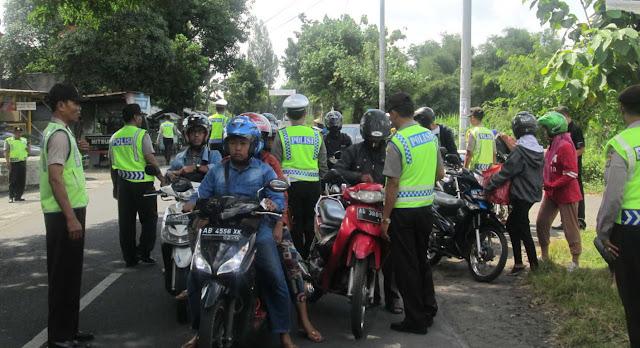 Lakukan Razia Ilegal hingga Raup Rp 5 Juta, 7 Polisi Ini Ditangkap Propam