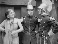 "Кадр из фильма Чарли Чаплина ""Пародия на Кармен"" / Burlesque on Carmen (1916) - 11"