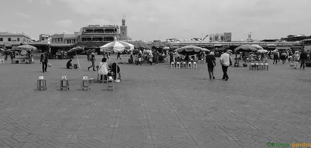 En la Plaza Jemaá el Fna en Marrakech