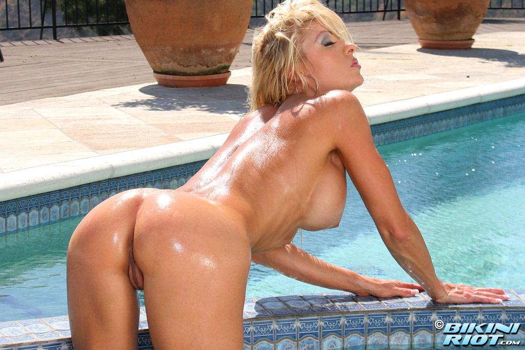 Bikini tylene buck nude what phrase