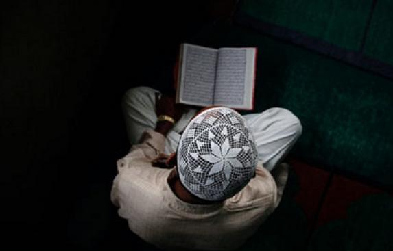 Wajib tahu, mengapa kita perlu membaca Al-quran, walaupun tidak memahaminya.? inilah jawabannya.