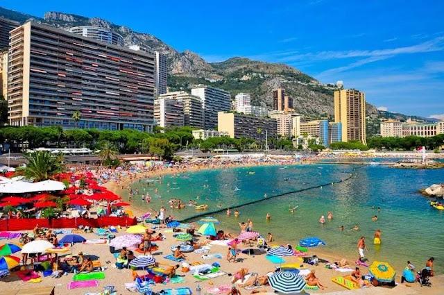 Praia Larvotto Beach em Mônaco