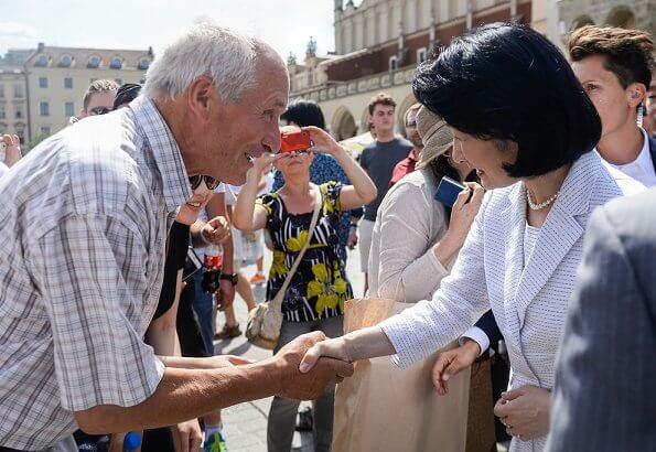Crown Prince Akishino and Crown Princess Kiko visited the southern city of Krakow, at breakfast held at Sukiennice