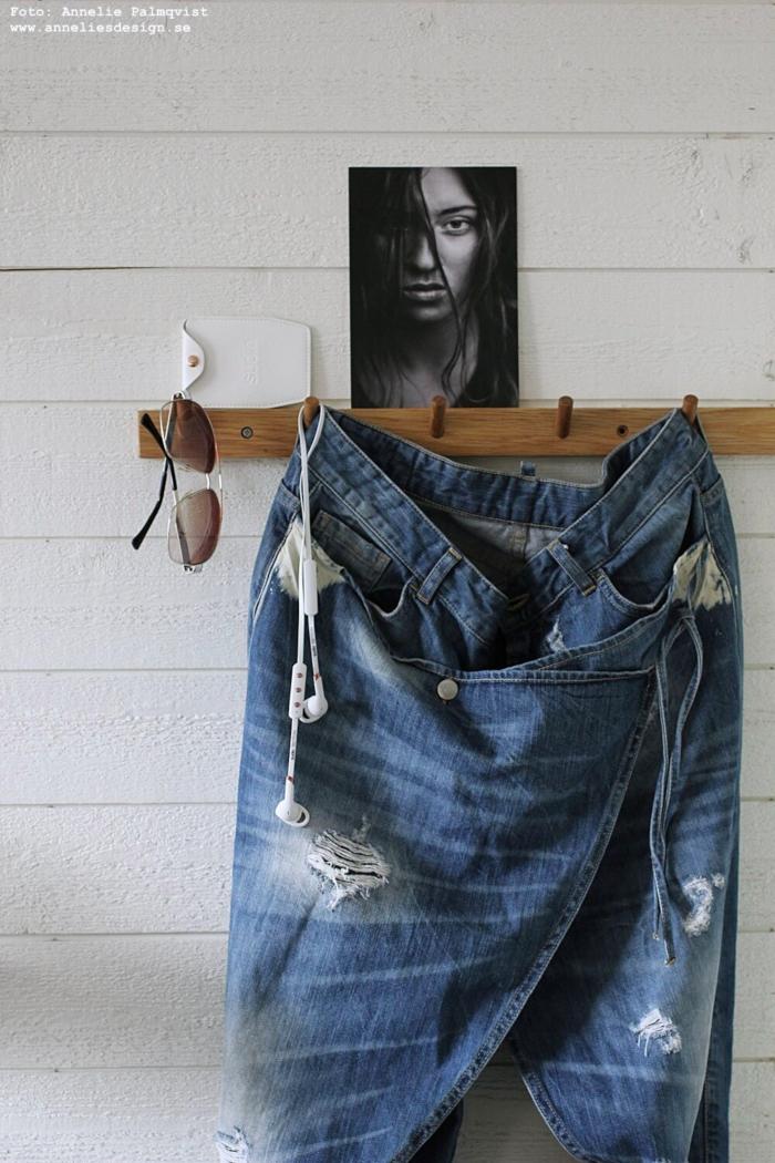annelies design, webbutik, webbutiker, jeans, jeanskjol, byxkjol, sixty days, inredning, sovrum, sovrummet, modellbild, modellbilder, modell, vykort, sudio, sudio moments, knopplist,