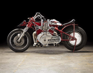 EJ-Potter-Widowmaker-7-Motorcycle-with-a-Chevy-V8-02-620x487 dans Motos