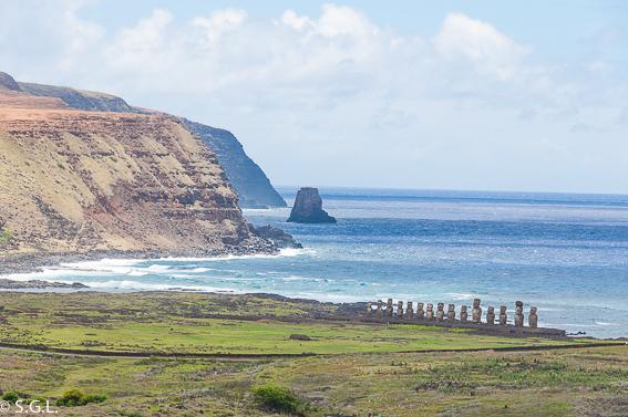Ahu Tongariki desde Rano Raraku. Isla de Pascua