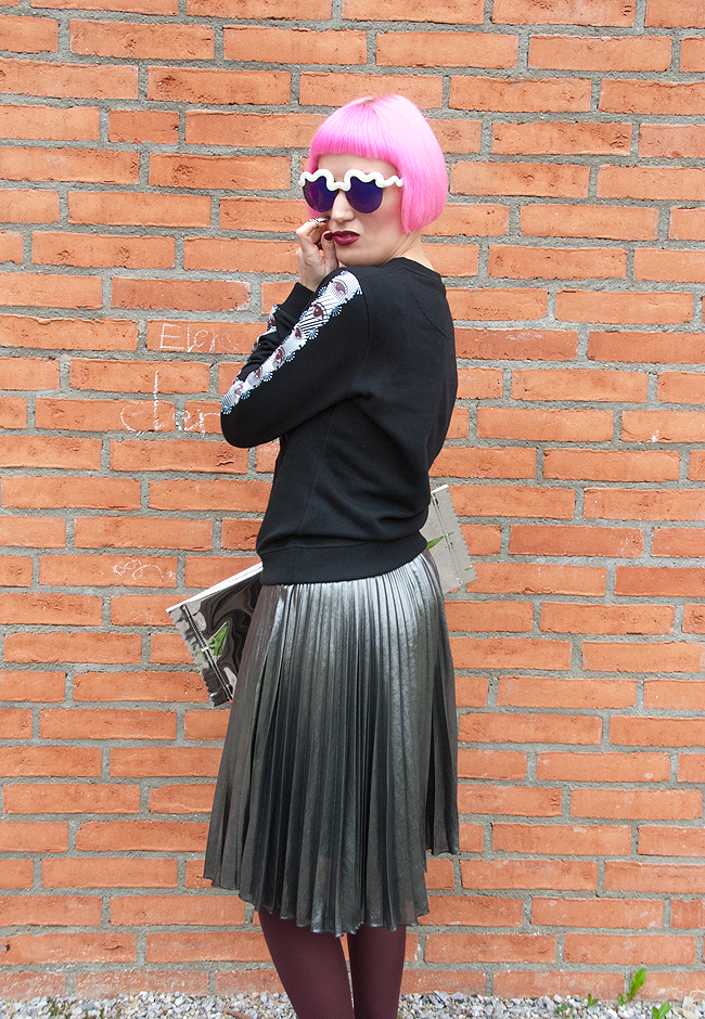 Kenzo jumper, pleated skirt, pink haired blogger