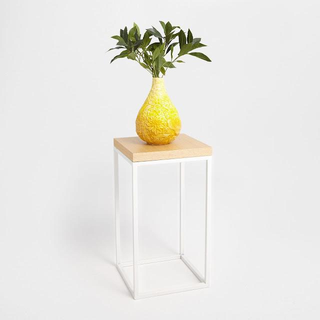 Żółty wazon w kształcie łezki