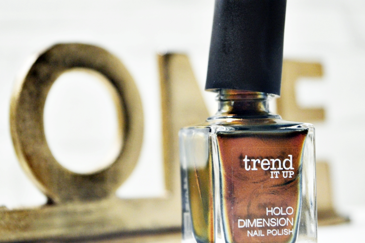 trend It Up Nagellack Holo Dimension Nail Polish 050 Product Close Up Open Product