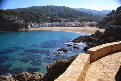 Camino de ronda en la playa de Sa Riera