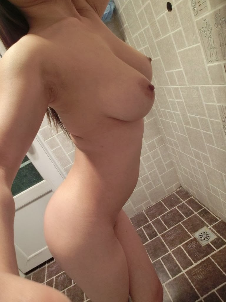 Video with girl using dildo