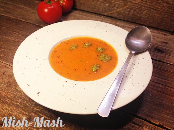Печена доматена супа с босилково песто