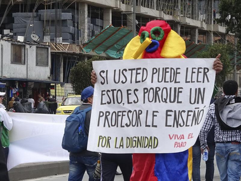 """Magisterio se tomó a Bogotá y dice: """"Nosotros no tenemos que aceptar lo que diga el Gobierno""""."""