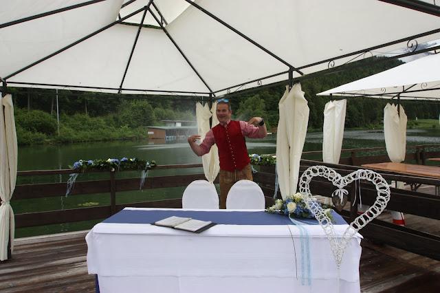 Trauung auf dem See mit dem Riessersee-Floss - Hochzeit im Riessersee Hotel Garmisch-Partenkirchen, Bayern - Wedding in Bavaria, #Riessersee #Garmisch #Hochzeit #wedding #Location #wedding venue #Bayern #Bavaria
