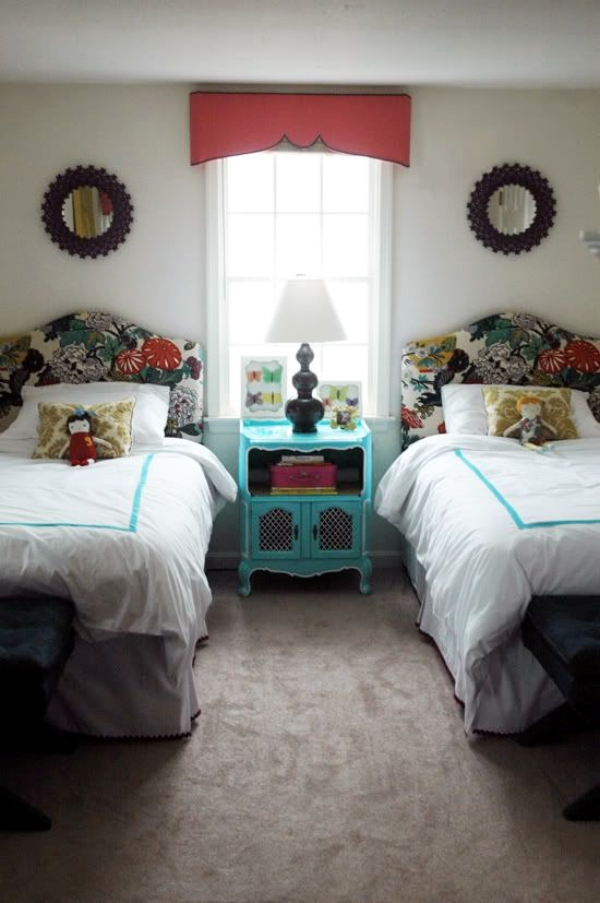 twin beds for kids' room with a brave color combination