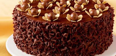 كيك كرات الشوكولاتة بالحليب واللّوز
