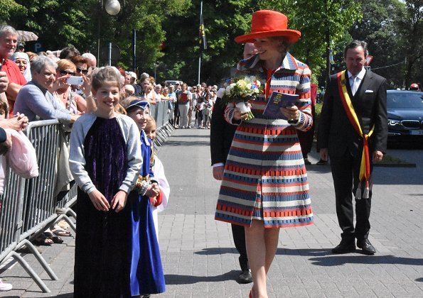 Queen Mathilde attended Marian Procession in Halle. Marian Procession is also called as Mariaprocessie. Queen Mathilde wore Natan coat, dress