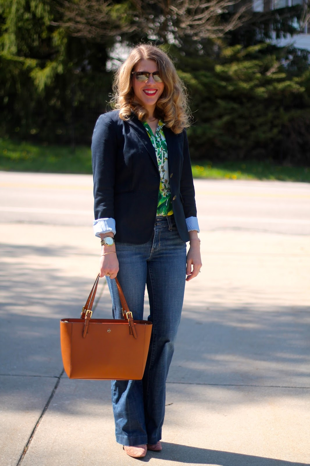tropical print, palm print top, navy blue blazer, flare jeans, blush heels, Tory Burch tote, spring outfit