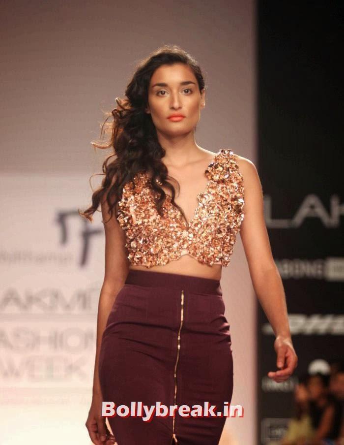 Kanishtha Dhankar, Hot Models Walk for Nikhil Thampi Show at Lakme Fashion Week 2014