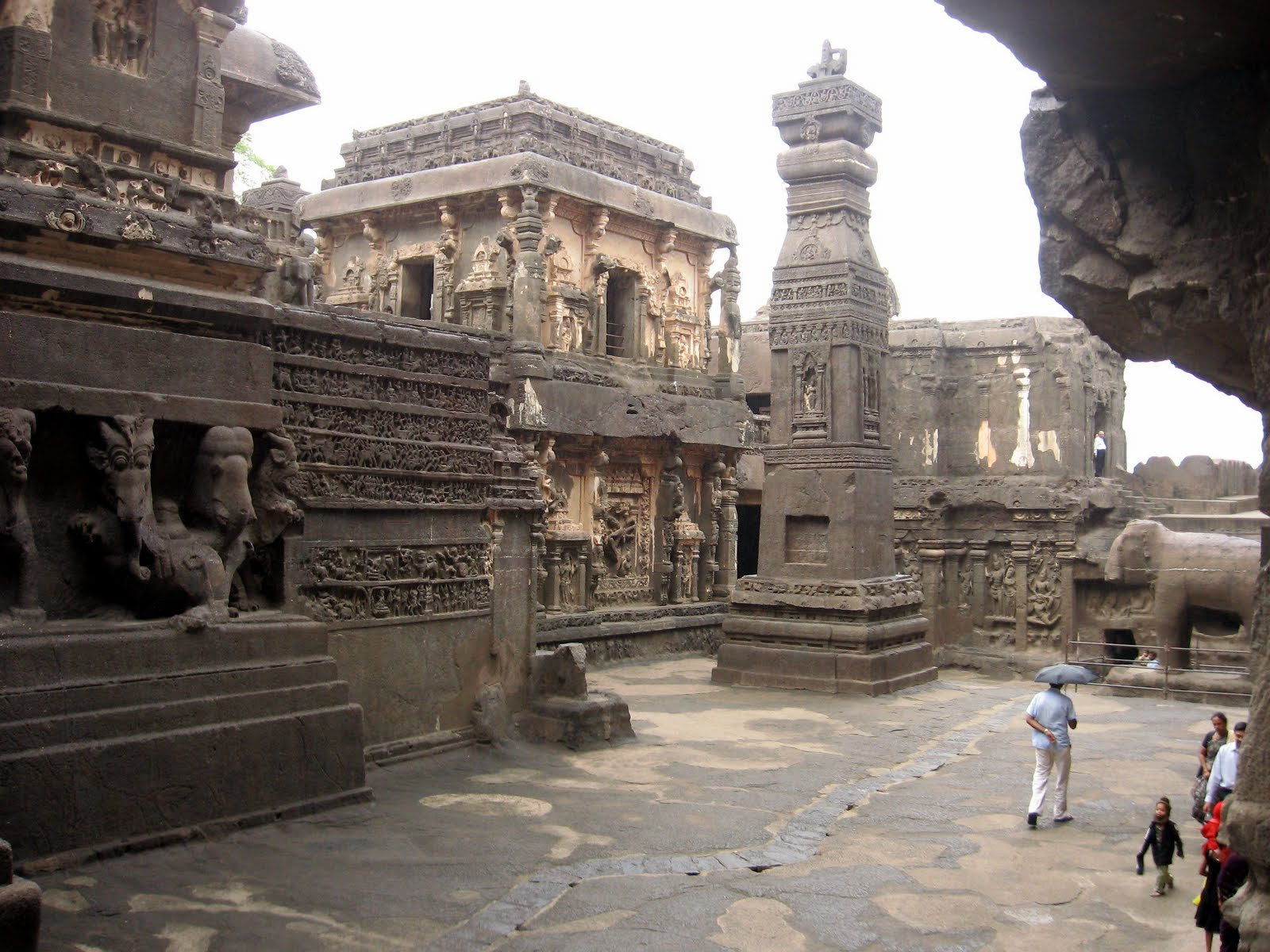 Ellora caves impressive rock cut temples and monasteries for Ajanta cuisine of india