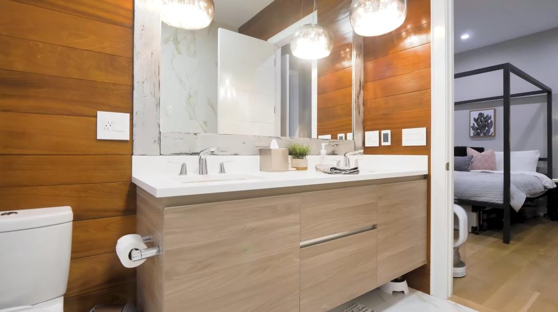 35 Interior Design Photos vs. 3046 N Ashland Ave Unit 1, Chicago Luxury Townhome Tour