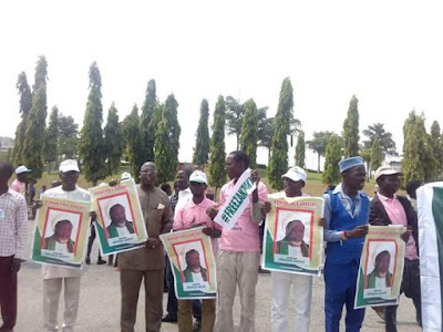 Photos: Students protesting the detention of Shiite leader, Ibrahim El-Zakzaky, teargased in Abuja 1