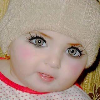 طفله عيونها تجنن