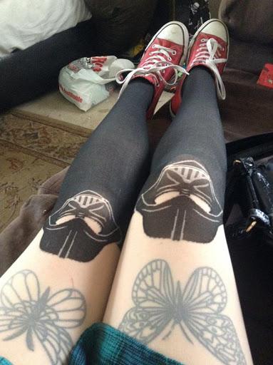 Tatuagem de borboleta design de mulheres de coxa, olhar sexy