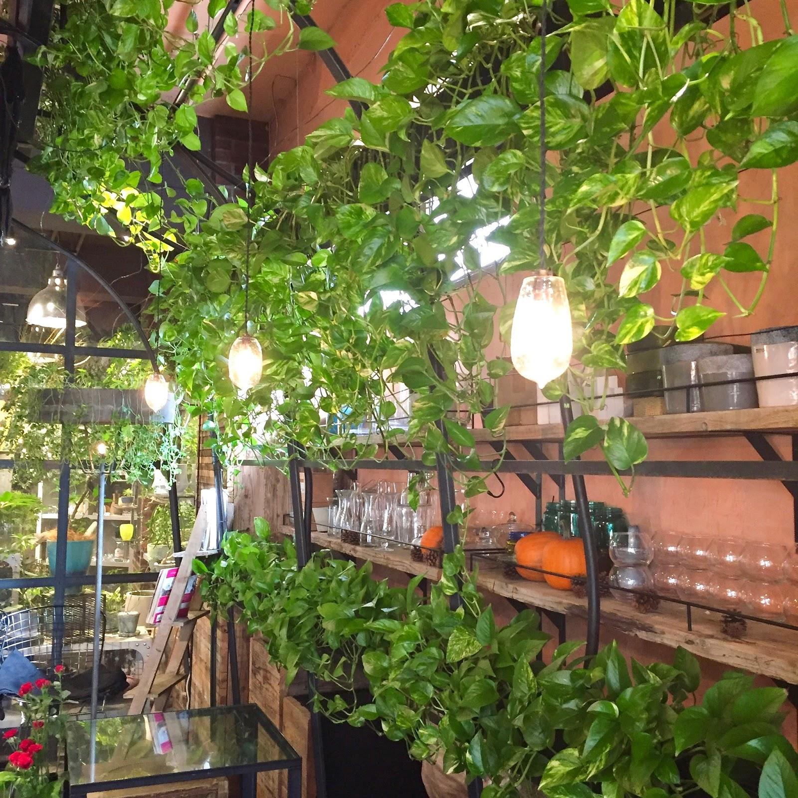 Aoyama-Flower-Market-Tea-House-decor