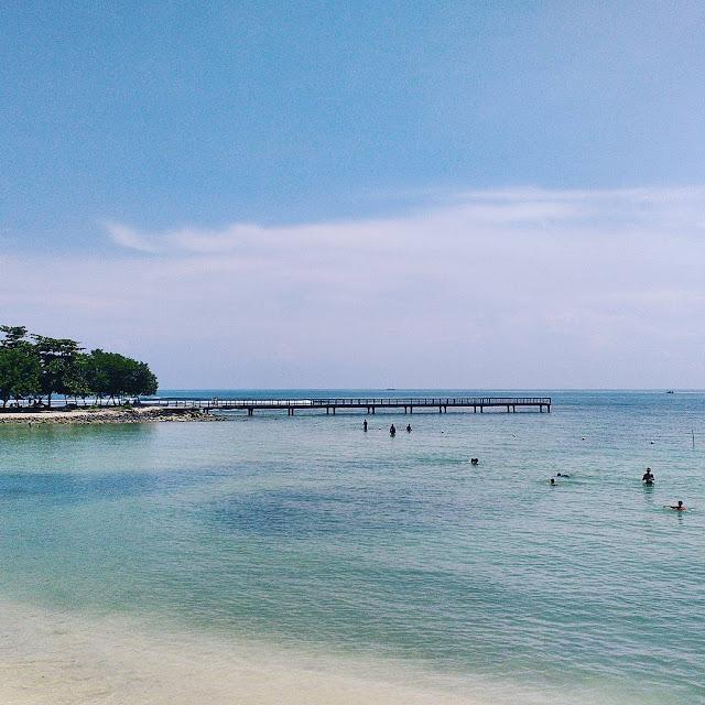 foto pemandangan di pantai tanjung lesung