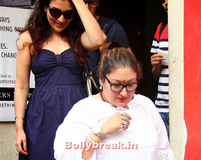 Narmada with Mother, Kriti Sanon at Heropanti Movie Trailer Launch