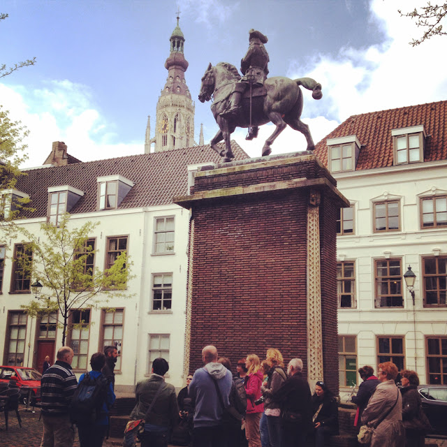 Verzamelpunt: standbeeld Willem III Kasteelplein Breda