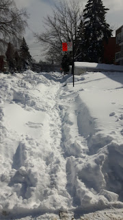 Trottoir couvert de neige, Montréal