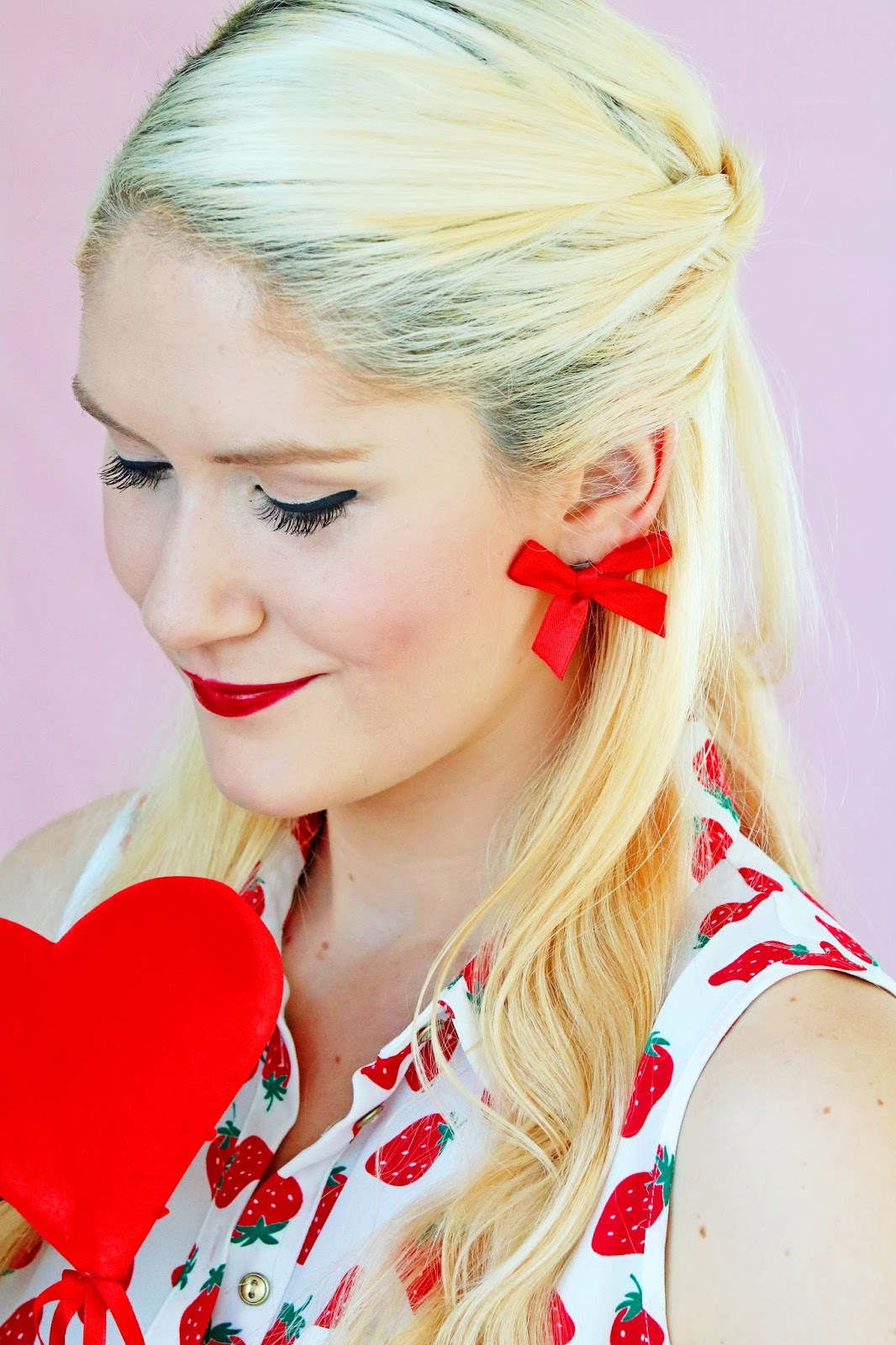 These bow earrings are SO easy to put together and look adorable for Valentine's day! Click through for more!
