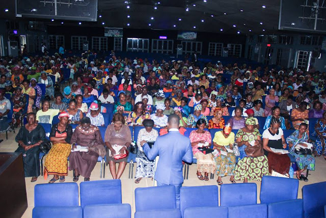 Peace Ibiyeomie gift more than a thousand widows