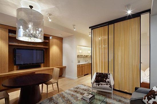 Tấm kính được sử dụng để ngăn cách phòng khách và phòng ngủ.