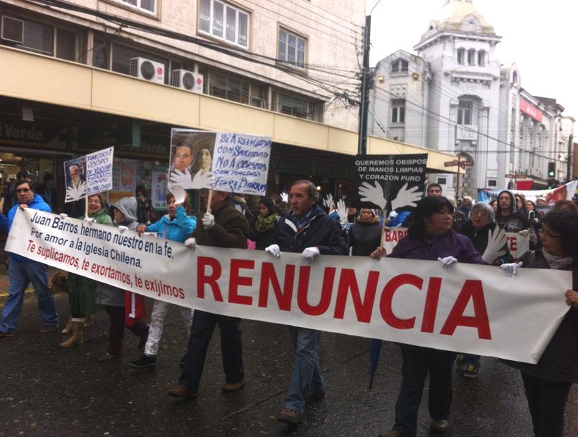 Resultado de imagen para marchas y protestas con obispo barros