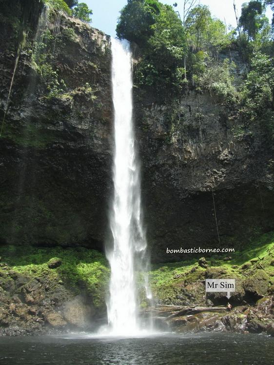 informasi mengenai destinasi wisata riam merasap atau air terjun yang berlokasi di provinsi kalimantan barat