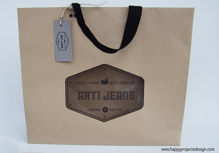 Logo & Packaging Artijeans: bolsa de papel craft troquelada