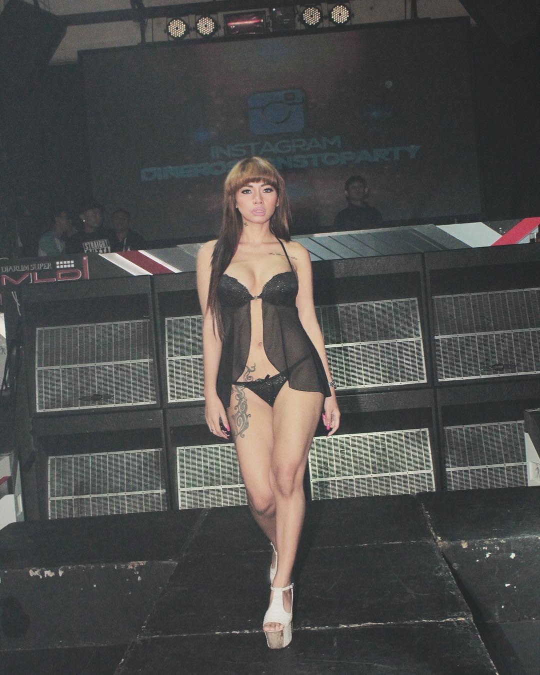 Gambar Seksi Model Bee Viona Tan Indonesia
