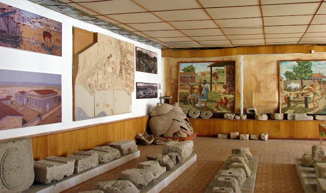 Большой зал первого музея