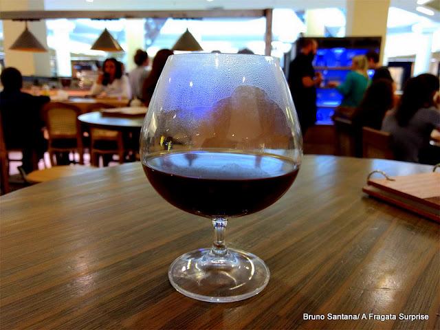 Café servido em taça no Origem Coffe Co., Porto Alegre