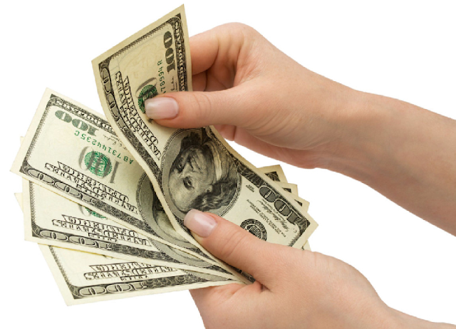 Dinheiro vivo e pesos dominicanos e dólares em espécie