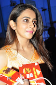 Rakul at Sarrainodu Red Carpet show-thumbnail-8