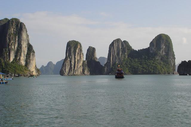 Kuwait magazine publishes special page on Vietnam tourism