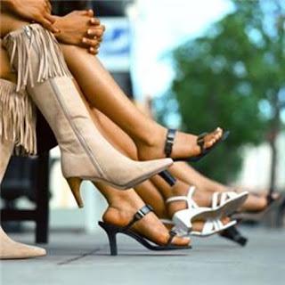 """O justo não tem o """"olhar de adultério"""", mesmo quando diante de gentes vestidas de maneira vulgar, que usam a sensualidade para atrair e trair (Isaías 3.16). Não lança olhares assim, embora seja tentado, porque Jesus Cristo o libertou da força escravizante do pecado!"""
