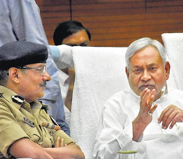 Nitish Kumar with DGP Patna