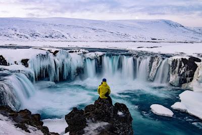 Marzo en Islandia con cascadas aun congeladas
