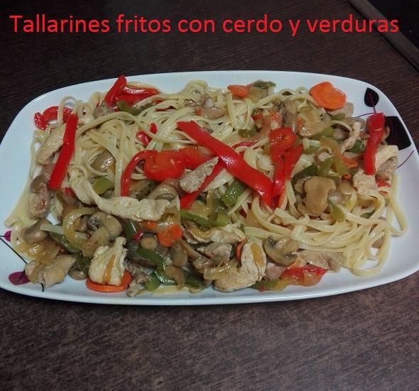 Tallarines fritos con cerdo y verduras