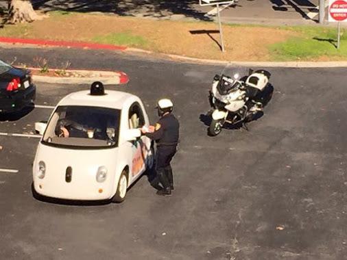 Google自動駕駛車遭警方攔檢,原因:開太慢